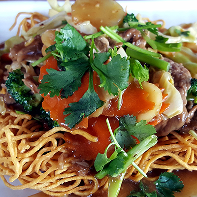 Crispy pan fried noodles w/ beef